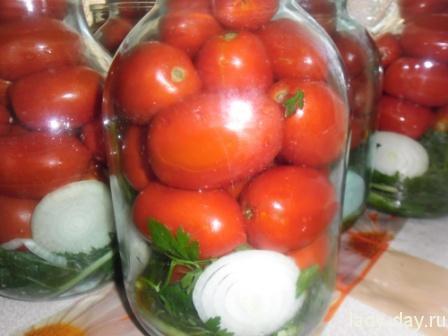 Маринованные помидоры в бвнках