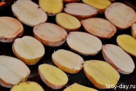 Картофель с салом и грибами