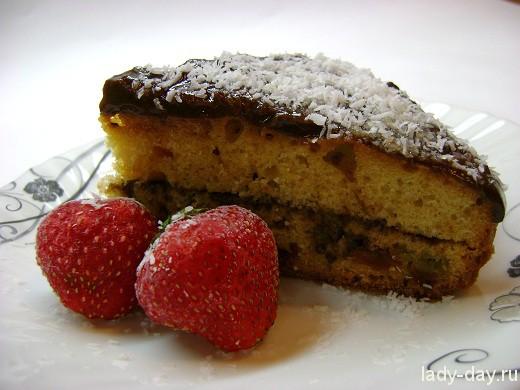 Пирог с изюмом и кремом