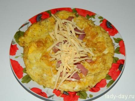 Блинный омлет с балыком и сыром