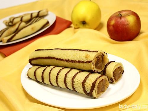 Полосатые блины с яблоками