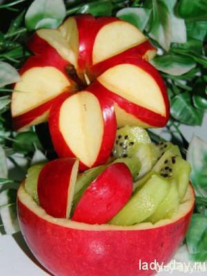 фруктовая корзинка из яблока