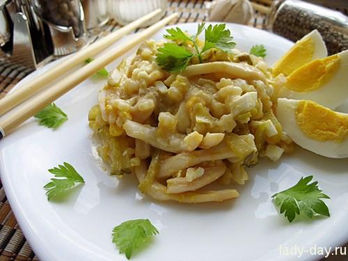 Салат из яиц и кальмаров