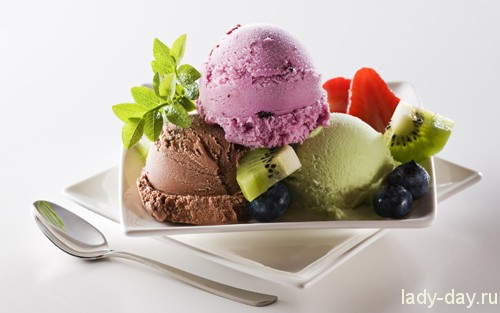 Food___Cakes_and_Sweet_Ice_cream_and_berries_037064_
