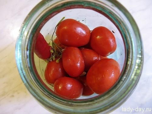 в банке помидоры