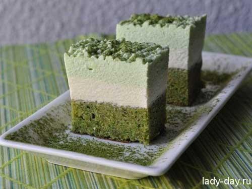 vesenniy-tortik-iz-zelenogo-chaya-s-fistashkami