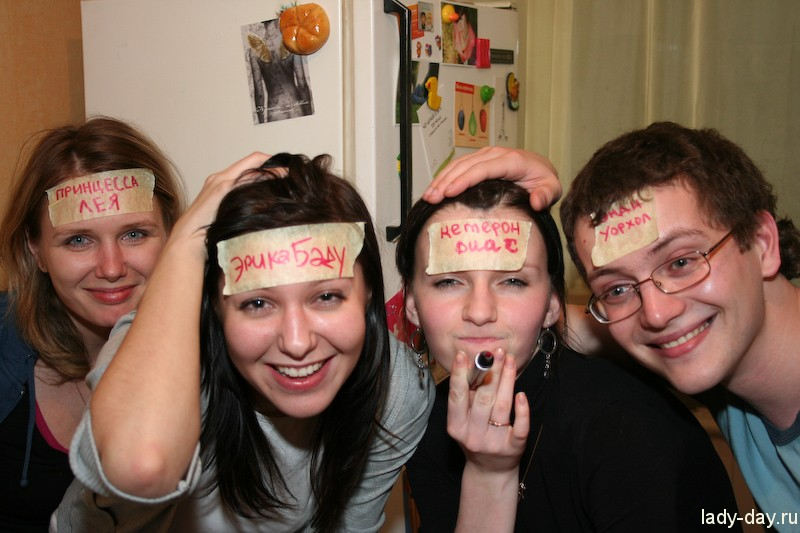 Конкурс с бумажками на голове