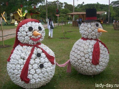 Снеговик из пластиковых стаканчиков пошагово своими руками