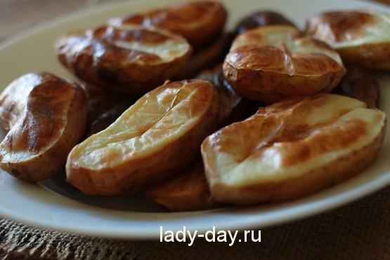 рецепт молодой картофель запеченный в духовке со сметаной