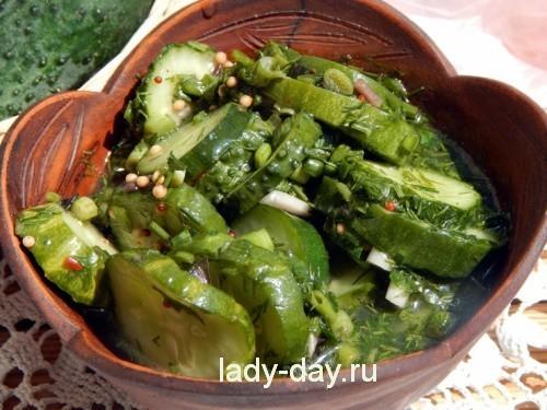 маринованные огурцы салат