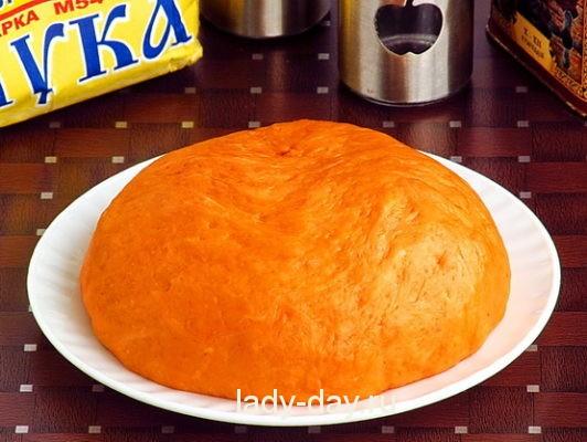 тесто для пиццы с томатной пастой