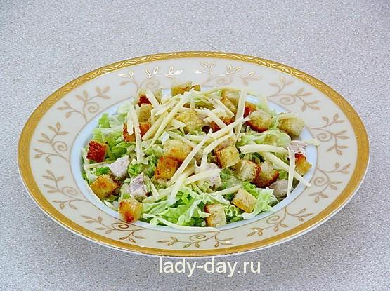 салат цезарь готов