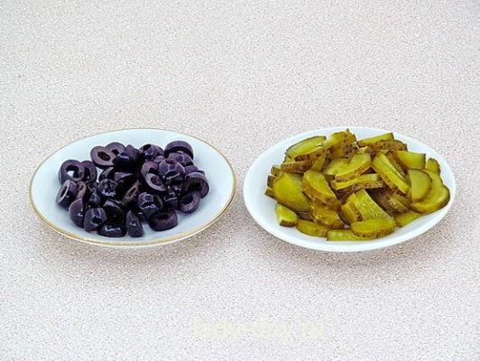 оливки и огурец