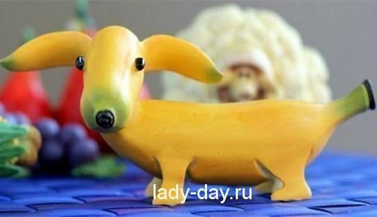 Желтая собака из банана