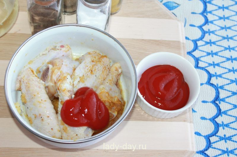 Куриные крылышки с томатным соусом