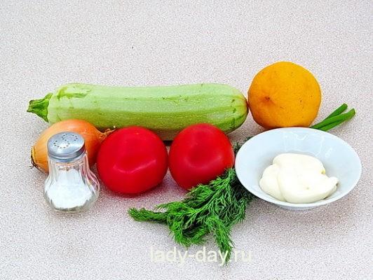 кабачок и помидоры