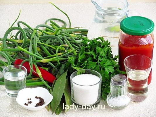 зелень и томат