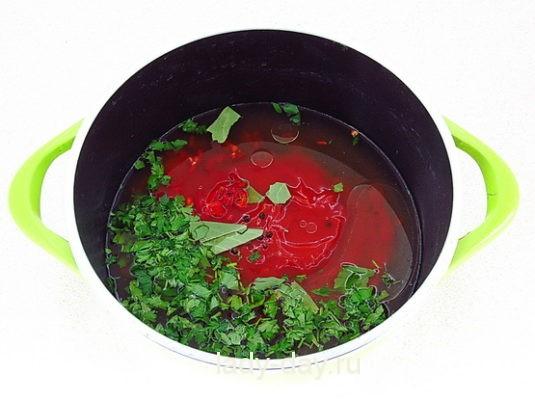кастрюля с томатом