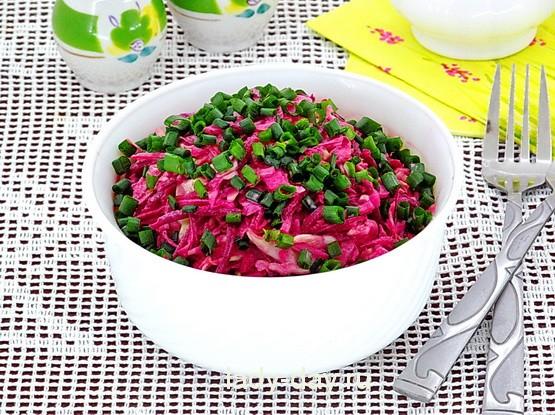 Салат из свежей свёклы и капусты