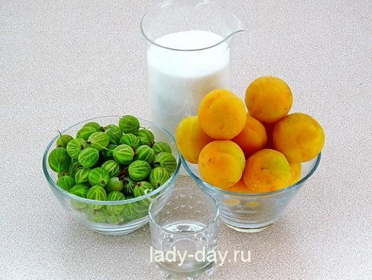абрикосы и крыжовник