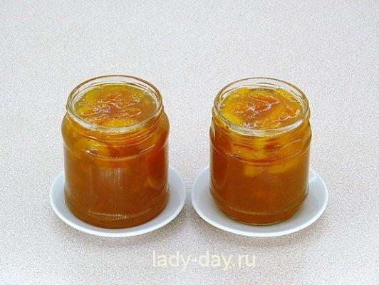абрикосовое варенье в банках
