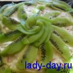 салатик с крабовыми палочками и киви