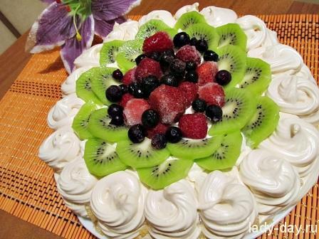 Торт-безе с фруктами
