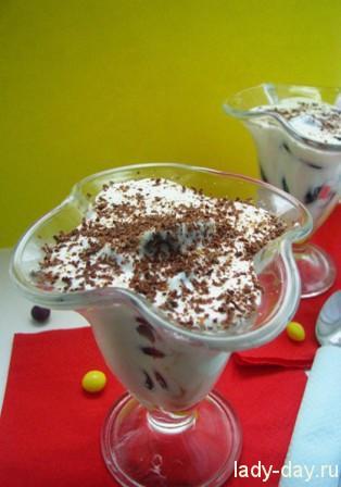 Десерт с черносливом и миндалем