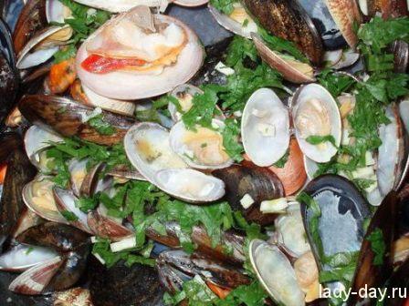 Морские молюски в белом вине по-итальянски