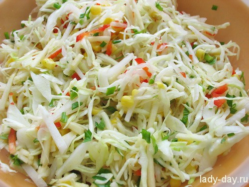 Салат весенний с кукурузой