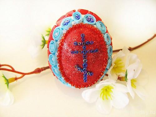 Пасхальное яйцо, декорированное бисером и в технике «квиллинг»