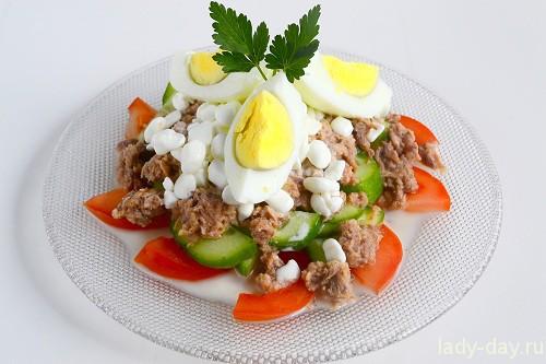 Салат с тунцом, помидорами