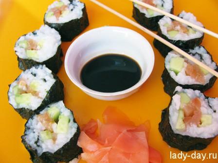 Как сделать домашние роллы с лососем?