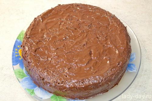 Бисквитный торт с заварным кремом.
