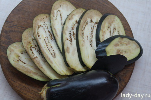Запеченные баклажаны с сыром и помидорами