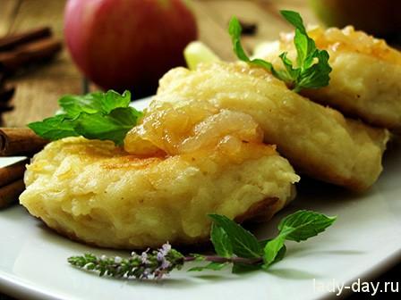 Творожные сырники с яблоками и корицей