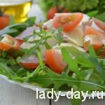 Салат с пекинской капустой, рукколой и балыком