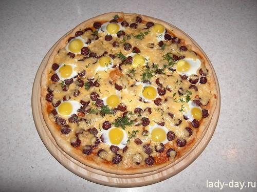 Пицца с яйцами
