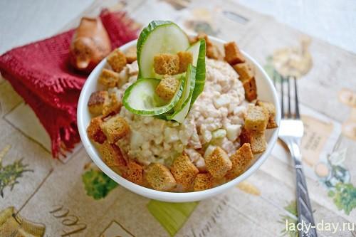 Рецепт салата с консервированной горбушей