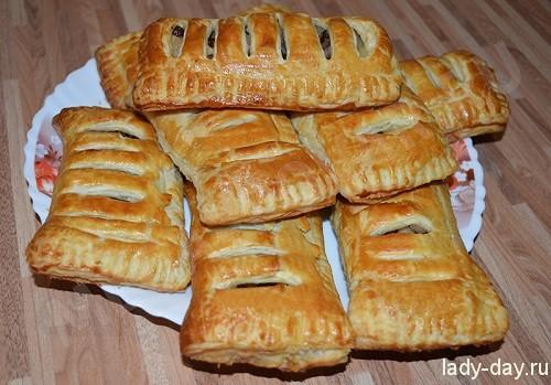 слоеные пирожки с яблоками из готового теста
