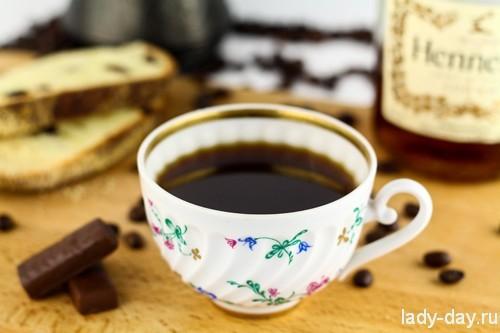 Подать кофе с коньяком