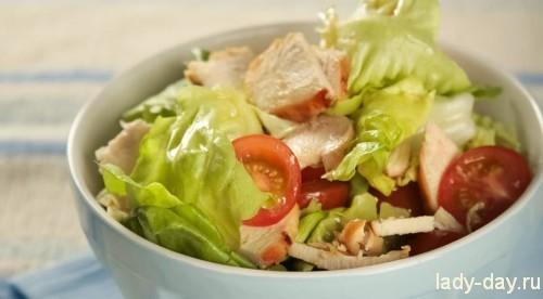 Салат с медово-горчичной курицей