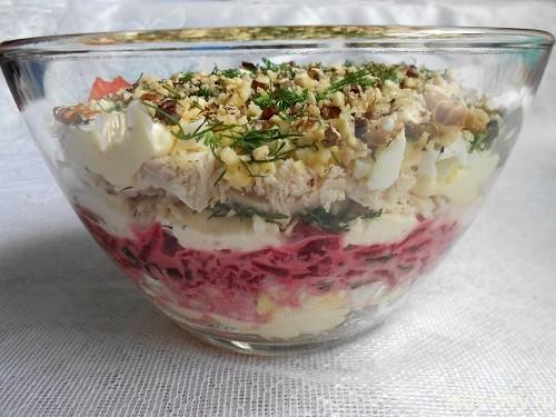 Вкусный слоеный салат