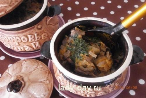 Домашнее жаркое в горшочках с мясом и картошкой (в духовке)
