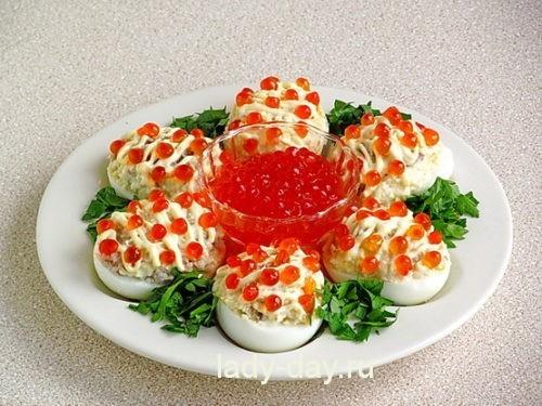 Яйца, фаршированные сельдью, с икрой 8
