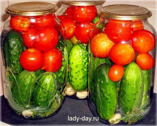ogurtsyi-s-pomidorami-i-pertsem-na-zimu