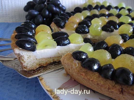 песочный тарт с виноградом