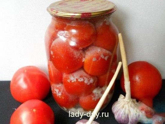 pomidoryi-s-chesnokom-vnutri-na-zimu