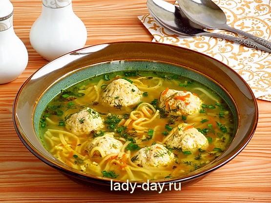 Суп с яичной лапшой и фрикадельками