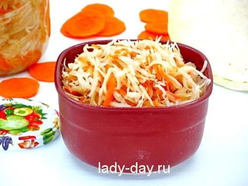 квашеная капуста с морковью и тмином